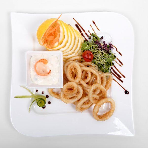 Calamar pane cu sos tartar (200 g)