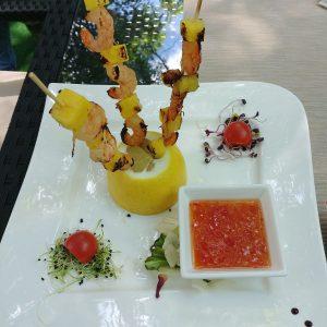 Frigarui de creveti cu sos dulce picant si rondele de ananas (200 g)