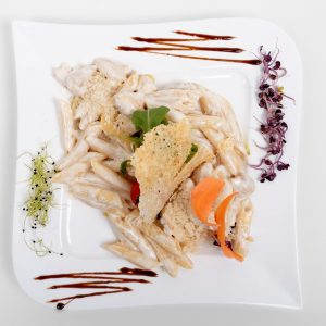 Penne with chicken and mixed salad (300 g)