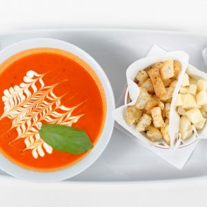 Tomato cream soup with mozzarela and croutons (300 ml/50 g/50 g)
