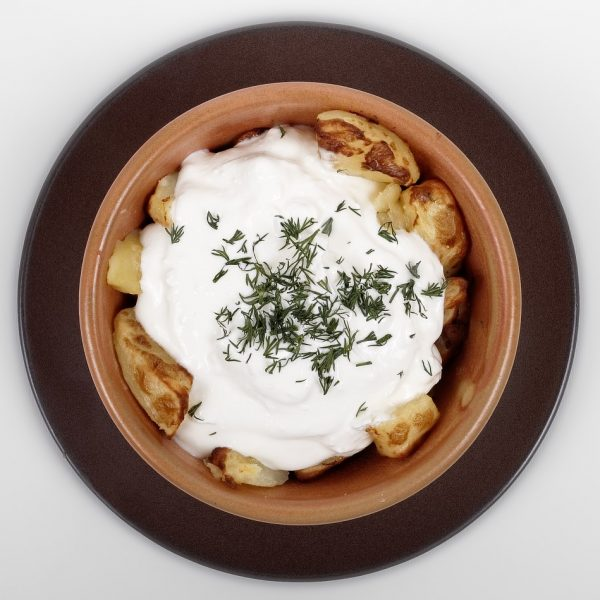 Baked potatoes with sour cream and feta cheese (250 g/ 50 gr)
