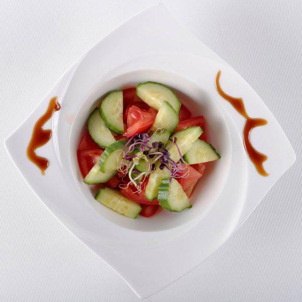 Salata de rosii si castraveti (200 g)