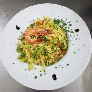 Tagliatele with shrimp, cherry tomatoes and garlic (300 g)